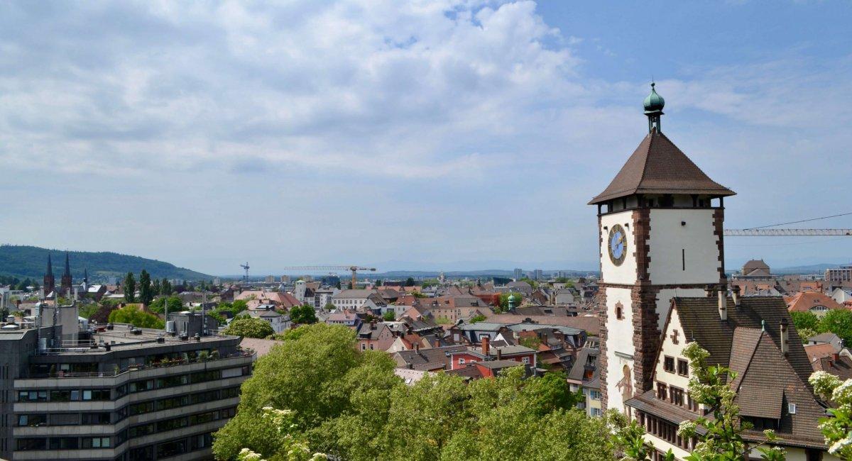 Stadtansicht Freiburg mit Schwabentor